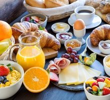 The buffet breakfast price is € 10 per person, VAT included ...