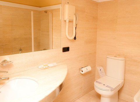 Bathrooms, well equipped for the comfort of our customers